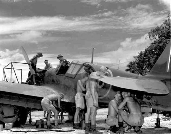 Group of Servicing Unit personnel performing maintenance on a Curtiss P-40 Kittyhawk at Ondonga, New Georgia, 1943. Image ref PR2051 ©RNZAF Official.