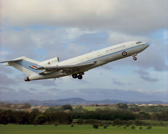 No. 40 Squadron RNZAF Boeing 727 NZ7272 taking off from Whenuapai, 1998. Image ref Ak2176~98, ©RNZAF Official.