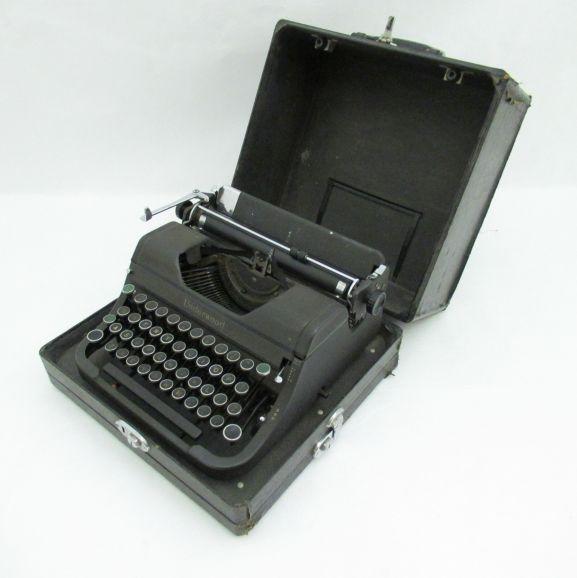 1996-058.1_p3 (1)_Underwood typewriter