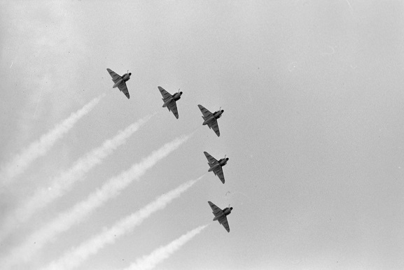 No. 75 Squadron Skyhawk aerobatic team performing a formation flying display at Air Force Day '81, Ohakea, 28 February 1981. Image ref OhG487-81, RNZAF Official.