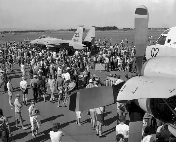 Crowds on the tarmac at Ohakea looking at a USAF F-15, viewed from the wing of No. 5 Squadron Orion NZ4202. Image ref OhG730-81, RNZAF Official.