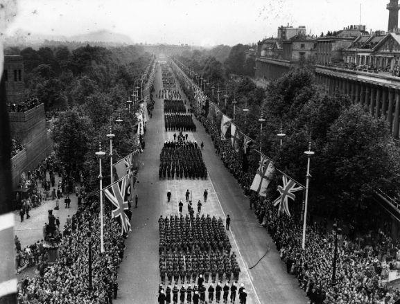 Parade towards buckingham palace