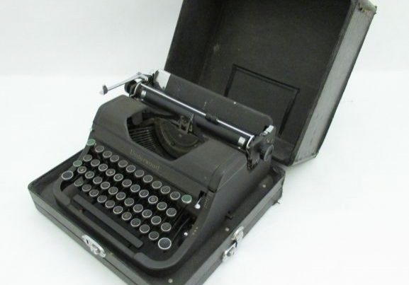 1996-058.1_p3 (1)_Underwood typewriter